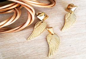 نیمست استیل زنانه طلایی طرح پر با زنجیر